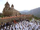 Нагорный Карабах: свадьба 700 пар v Гандзаресаре