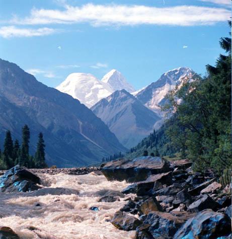 Горная река, b Алматы /b- Фото b Алматы /b- Фото.