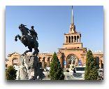 Армения: Железнодорожный вокзал памятник Давиду Сасунскому