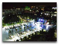 отель AF Hotel Aqua Park: Территория вечером