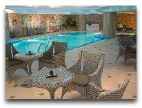 отель Grand Aiser: Кафе у бассейна