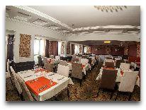 отель Grand Aiser: Ресторан