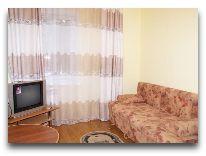 отель Алмаз: Гостинная в VIP коттедже