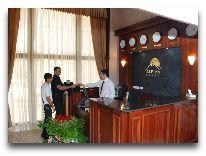 отель Alp Inn Hotel: Ресепшен