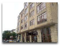 отель Alp Inn Hotel: Вход в отель