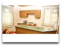 отель Alva: Кухня в коттедже