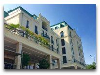 отель Ambasadori: Фасад отеля