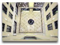 отель Ambasadori: Холл вид сверху
