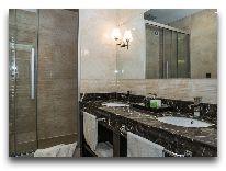 отель Амбассадор: ванная в семейном