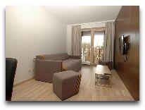 отель Amberton Green Apartments: Гостинная номера люкс