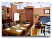 отель Ammende Villa: Комната для переговоров - красный зал