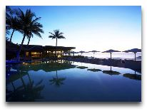 отель Anantara Mui Ne Resort & Spa: Ночью у бассейна