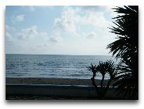 отель Andamati: Вид из окна на пляж