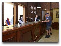 отель Ani Central Inn: ресепшен