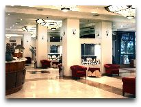 отель Ani Plaza Hotel: Холл