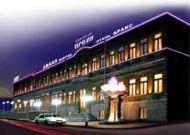 отель Araks Hotel: Отель вечером