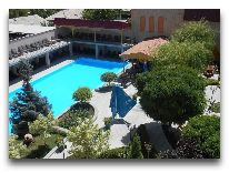 отель Armenian Royal Palace: Открытый басейн