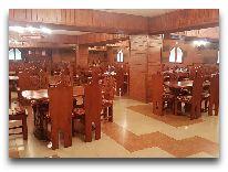 отель Armenian Royal Palace: Винный погреб