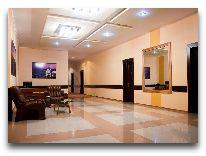 отель Armenian Royal Palace: Холл на этажах