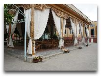 отель Asia Bukhara: Летняя веранда