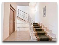 отель Astoria: Лестница в отеле