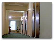 отель Astra: Коридор в отеле
