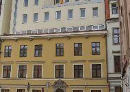 отель Avalon: Фасад отеля со стороны ст. города