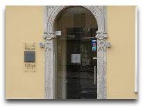 отель Avalon: Вход в отель Авалон со стороны ул.Калею