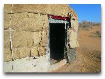 юртовый лагерь Aydar yurt camp: Вход в юрту