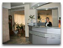 отель Azalia Hotel: Ресепшен