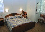 отель Azuolynas (Juodkrante): Спальня в четырехместных апартаментах с кухней