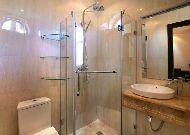 отель Bass Hotel: Ванная комната в номере DBL