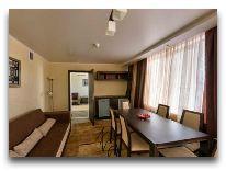 отель Беларусь: Апартаменты - комната для переговоров