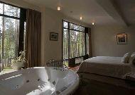 отель Belvilis SPA Hotel: Спальня в романтическом домике