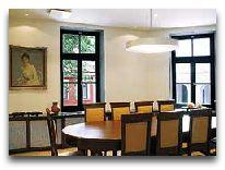 отель Bergs apartments: Библиотека