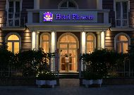 отель Best Western Plus Flowers Hotel: Отель вечером