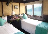 отель Bhaya Cruise: Deluxe Twin Cabin
