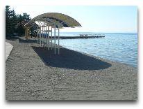 отель Blue Sevan: Пляж отеля