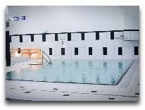 отель Braavo: Бассейн