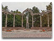 отель Bridges: Памятник Курманжан Датке