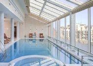 отель Bristol: Закрытый бассейн