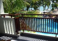 отель Canary Beach Resort: Deluxe pool view room - терраса