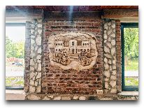 отель Chateau Chikovani: Барельефы в ресторане