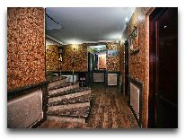 отель Chateau Chikovani: Лестница на 2 этаж