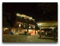 отель Chateau Chikovani: Отель вечером