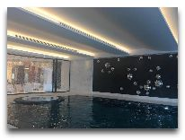 отель Chenot Palace Health Wellness Hotel: Бассейн отеля