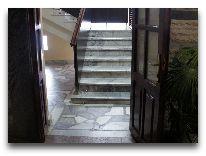 отель Shymdulak Resort Hotel: Лестница на второй этаж