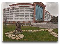 отель CHINAR HOTEL & SPA NAFTALAN: Территория отеля