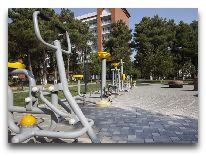 отель CHINAR HOTEL & SPA NAFTALAN: Велотреножеры в парке