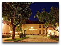 отель City Club: Отель вечером